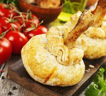 Pałki kurczaka w cieście francuskim: idealny przepis na imprezę