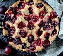 Maślany placek ze śliwkami: przepis na owocowe ciasto