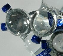 Jak czytać etykietę wody butelkowanej? Sprawdź, co pijesz!