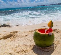Koktajl Coco Loco z alkoholem i mleczkiem kokosowym - orzeźwiający drink na upał