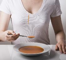 Plamy z tłuszczu: czym i jak je usuwać? Domowe sposoby