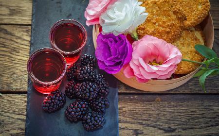 Nalewka z jeżyn z rumem: lecznicza i pyszna