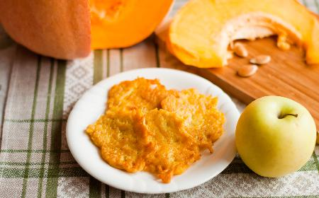 Racuchy z dyni i jabłek: przepis na domowe racuszki dyniowe