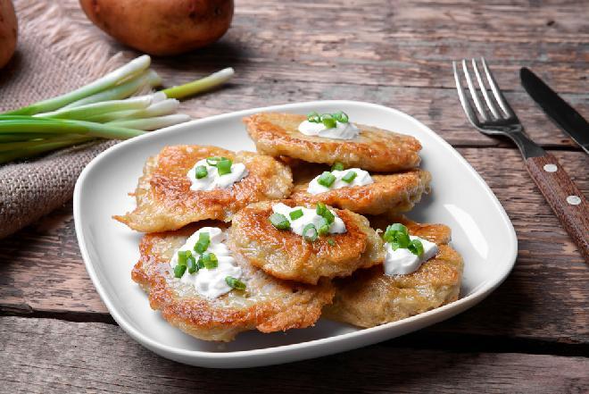 Pyszne placki ziemniaczane pieczone w piekarniku