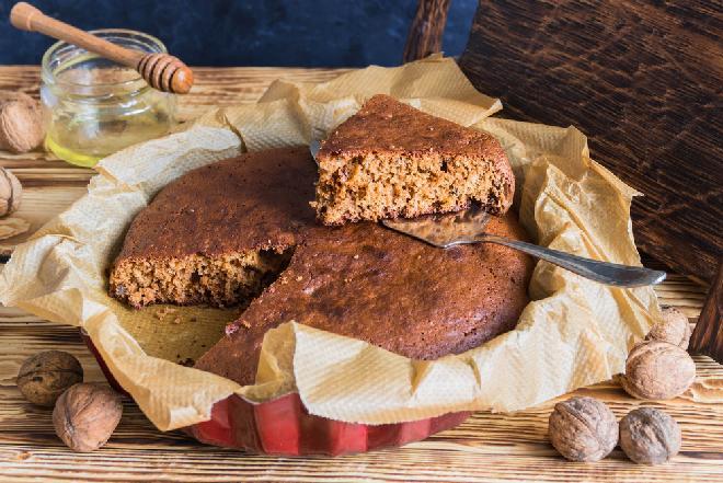 Puszysty miodownik na kefirze: najlepsze ciasto do herbaty