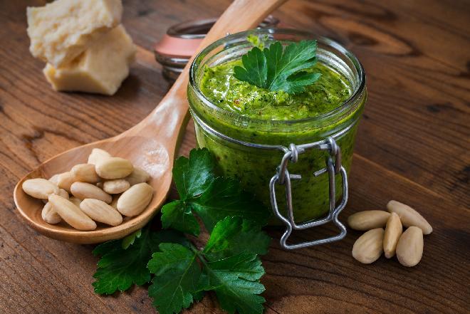Pesto pietruszkowe - do pieczywa i makaronów