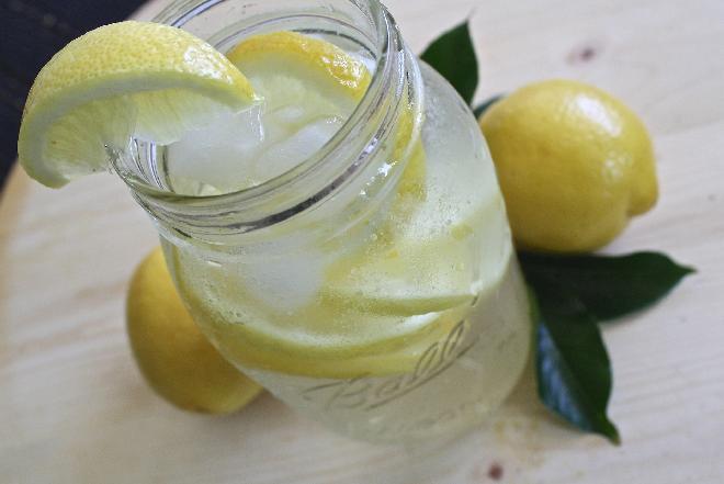 Sposób na orzeźwienie - jak zrobić lemoniadę?