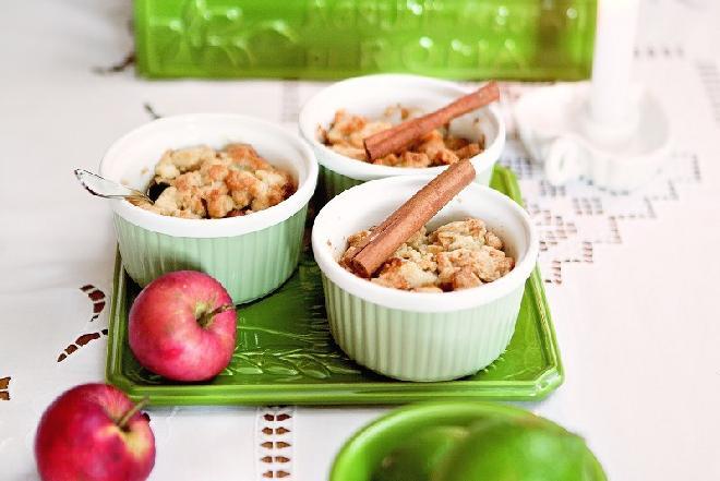 Jabłka pod kruszonką: przepis na smaczny i zdrowy deser na Boże Narodzenie