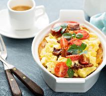 Ziemniaki zapiekane z pomidorami -  pyszny sposób na wykorzystanie ziemniaków z obiadu