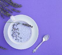 Księżycowe mleko lawendowe: naturalny napój na uspokojenie i dobry sen