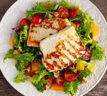 Sałatka z serem halloumi na sałacie: łatwy przepis na słońce na talerzu