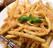 Jak ugotować żółtą fasolkę szparagową? Przepis na fasolkę z masłem i tartą bułką [GALERIA ZDJĘĆ]