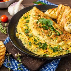 Jak zrobić omlet? Klasyczny przepis na omlety [GALERIA ZDJĘĆ]