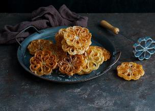 Chrust z płynnego ciasta: norweskie rozetki na deser
