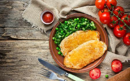 Orzechowy stek z indyka pieczony na grillu