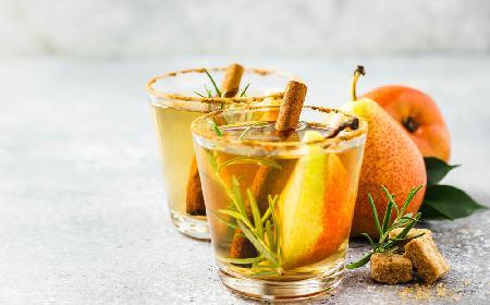 Gruszkowy kompot z cynamonem i rozmarynem: doskonały napój do obiadu