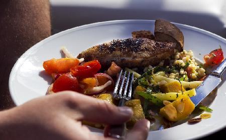 Piersi kurczaka duszone z warzywami i oregano