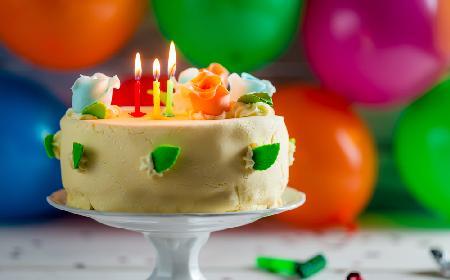 Masa marcepanowa do dekoracji tortu - przepis masę z marcepanu do ozdabiania ciast
