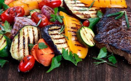 Grillowane warzywa: cukinia, papryka i kukurydza