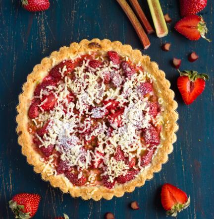 Ciasto z truskawkami i rabarbarem - prosty przepis