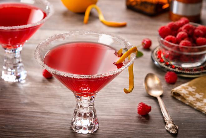 Koktajl cosmopolitan: przepis na ulubiony drink Carrie Bradshaw