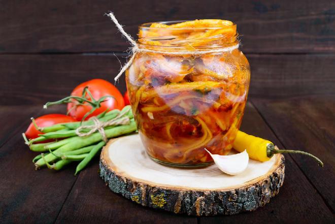 Fasolka szparagowa w zalewie pomidorowej do słoików