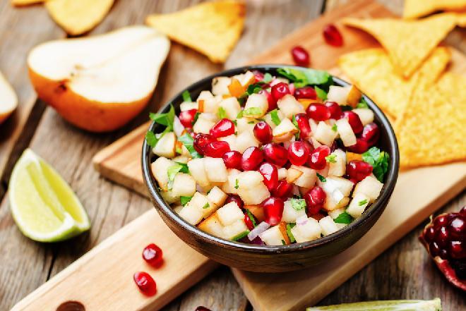 Sałatka z gruszek z migdałami i pomidorami